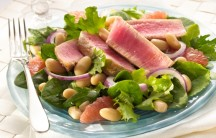 Ahi Tuna and Grapefruit Salad with White Beans